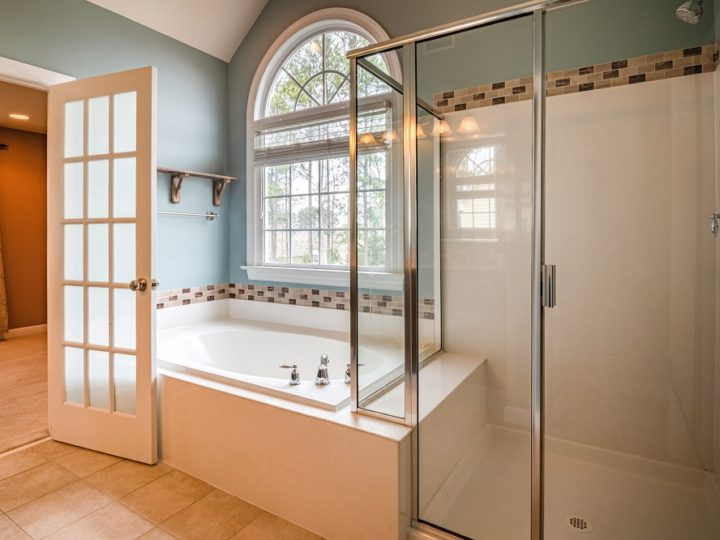 How to Clean Shower Doors Properly?